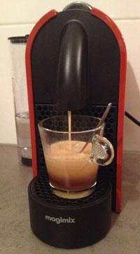 Nespresso U in actie Lungo