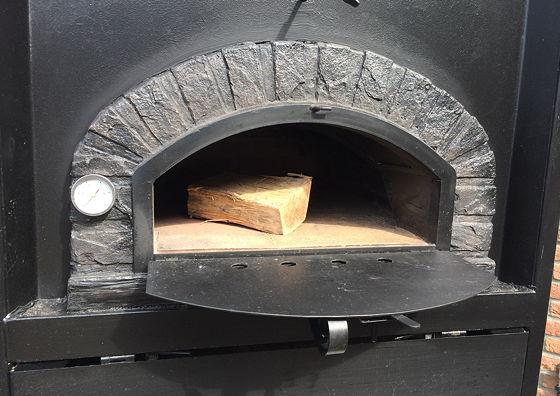 Pizza on Wheels houtblok in oven